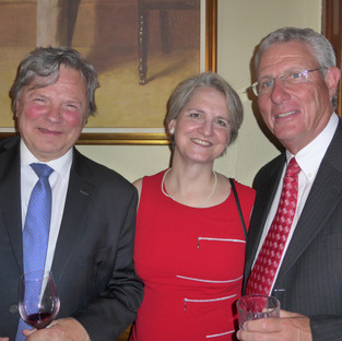 Dr Robert Salois accompagné de son épouse et Dr David Kozloff