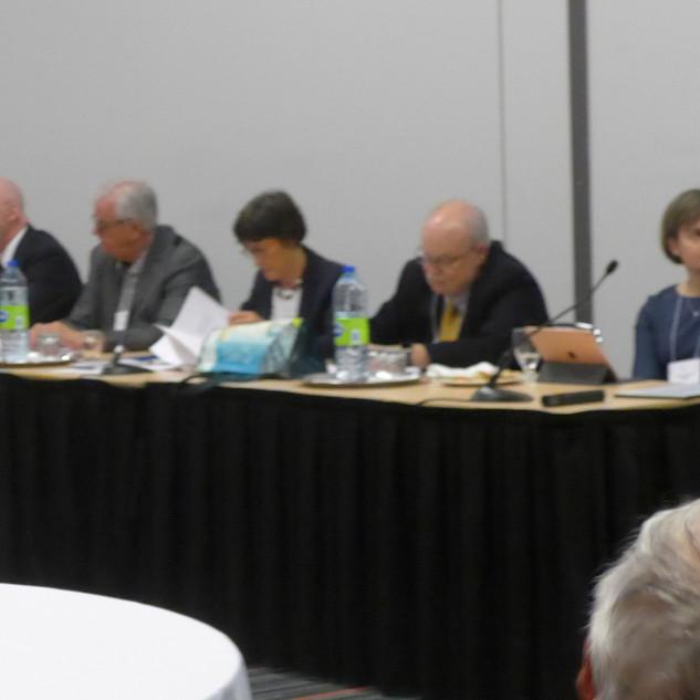 Les membres du conseil de l'ADQ à la table d'honneur de l'AGA!