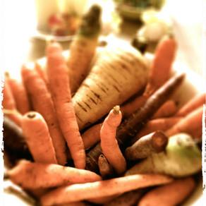 Karottenkuchen … schlicht, saftig und gut … ganz pur ohne Glasur.