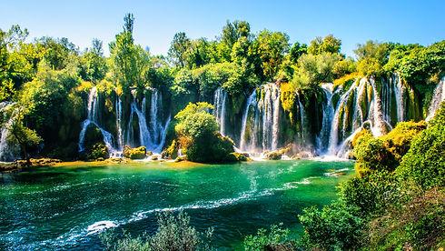 Cachoeira_de_Kravica_-_Bósnia.jpg