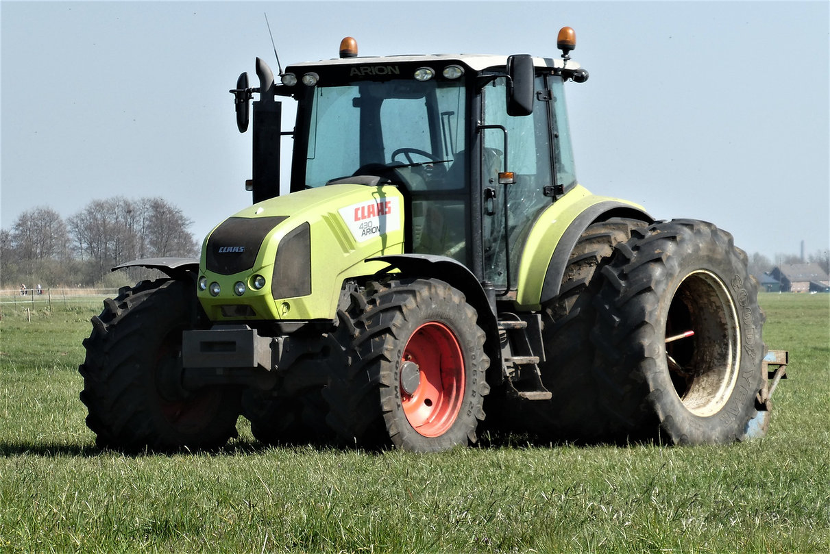 tractor-5010895_1920.jpg