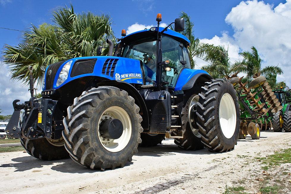tractor-3247659_1920.jpg