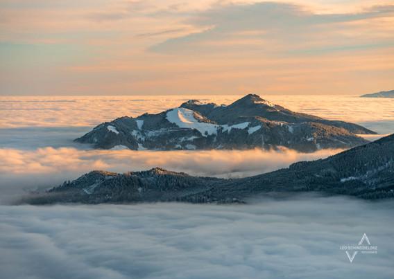 Über dem Nebelmeer mit Blick auf die Alpspitz & Edelsberg