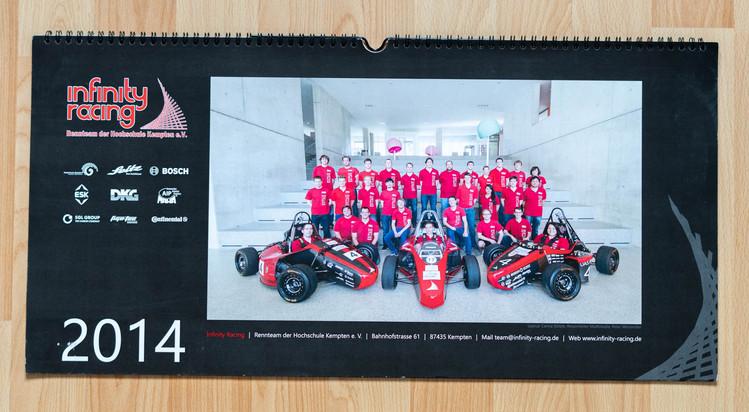 Deckblatt des infinity racing Kalenders 2014