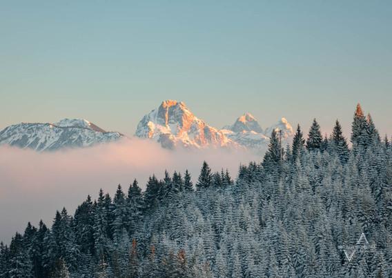 Alpenglühen an den Tannheimer Bergspitzen