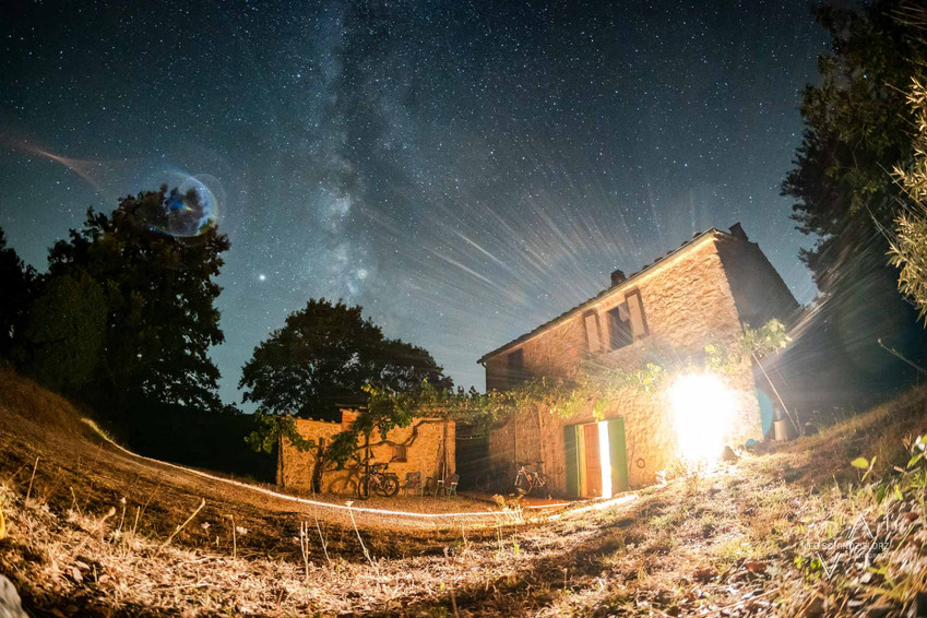 Ferienhaus in der Toskana bei Sternenhimmel und Milchstraße
