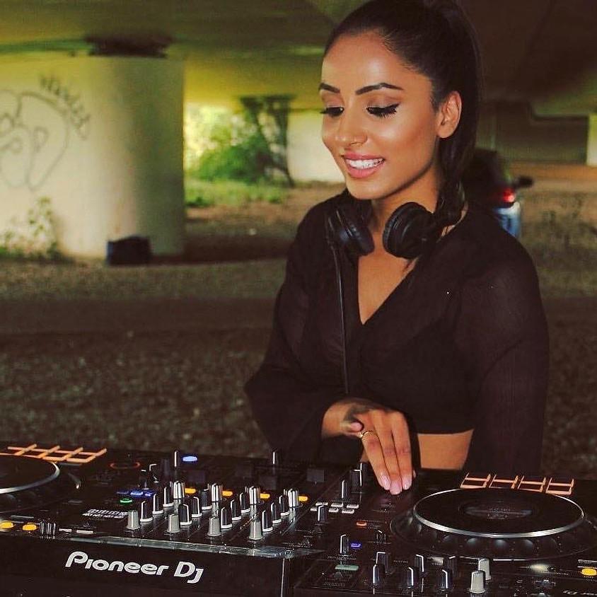 Minimal Tech DJ Set   Chanel Carmichael