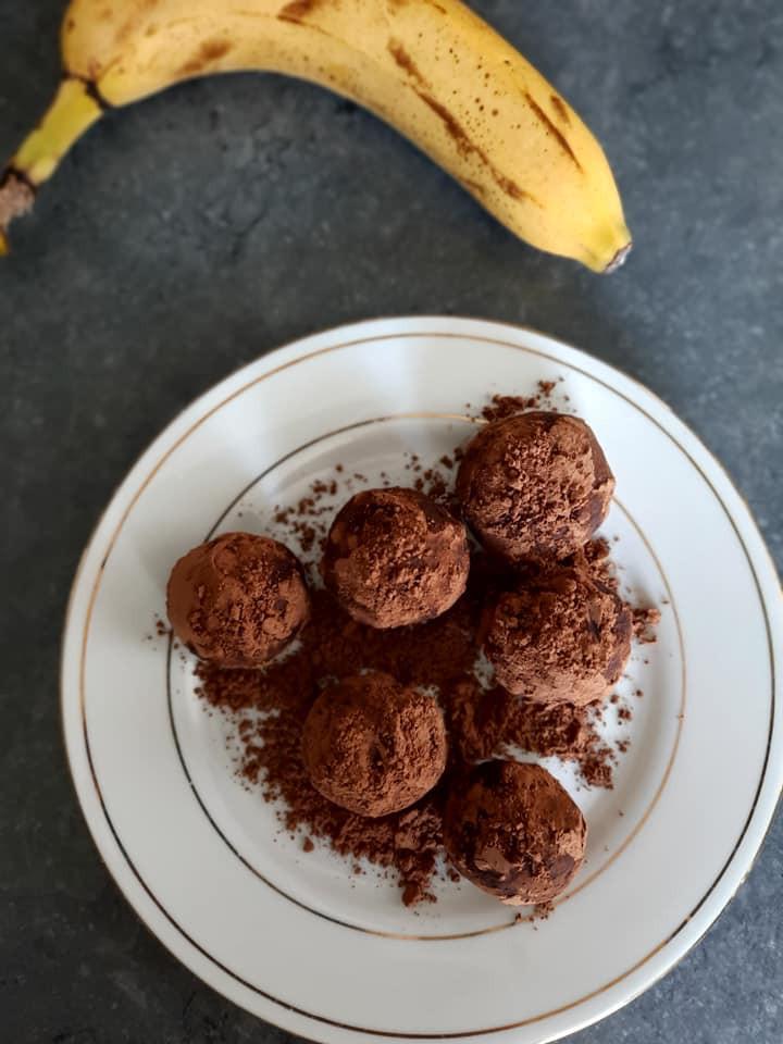 Cacao, céréales, dattes, purée de noisettes
