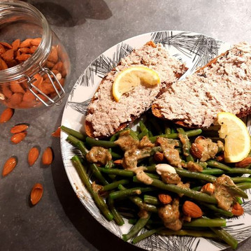 Salade de haricots verts accompagnée de tartines de pain à la sardine et cottage cheese  💪🏃♀️