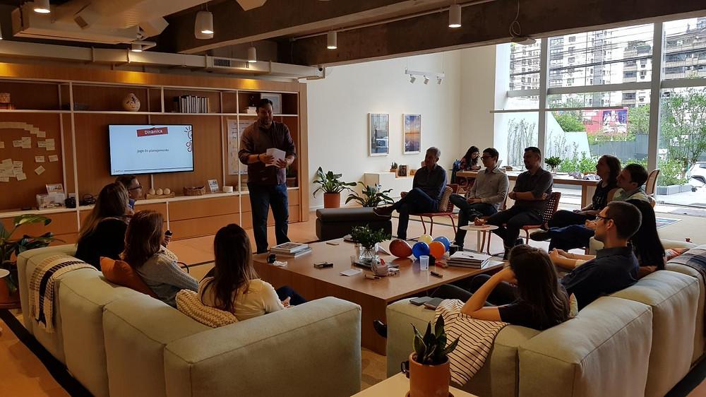 Fabiano Milani em workshop para uma turma especial de product owners e scrum masters que vão integrar o CoE - Center of Excelence - Equipe Ágil na Yara Fertilizantes.