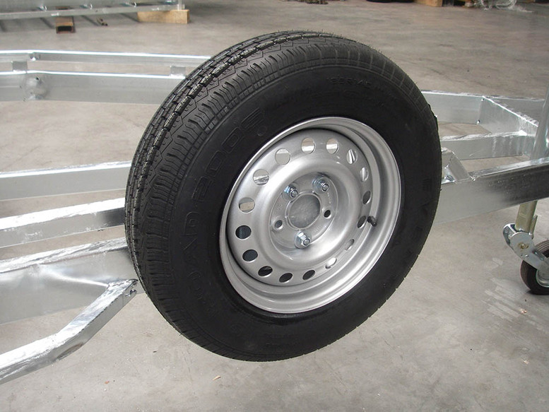 Rim + tyre 185 R14 900 KG_Wheelholder.jp