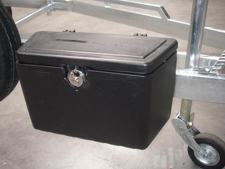 Toolbox 60 X 27 CM Height is 35 CM.jpg