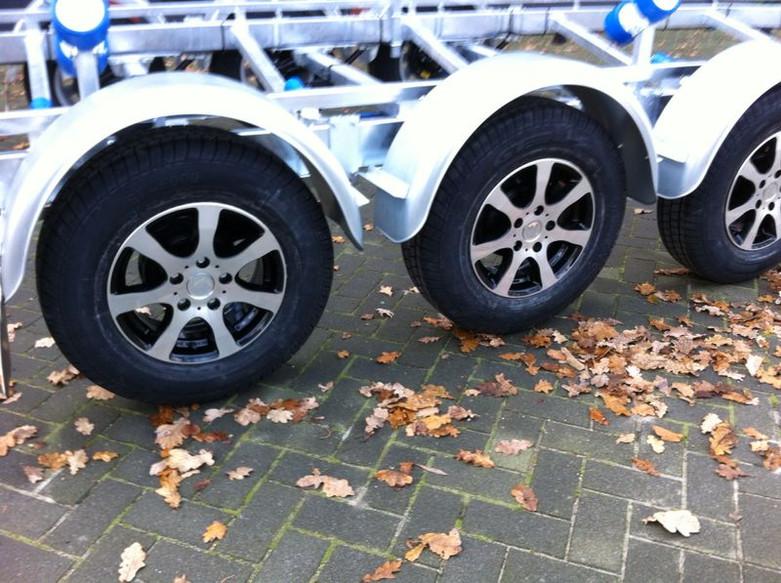 Alloy rim + tire 185 R14 900 KG.jpg