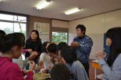 nenoshiroishi students eat popcorn linda.JPG