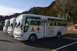 otsuchi school buses to temp school from temp housing complexe spread in valley.JPG