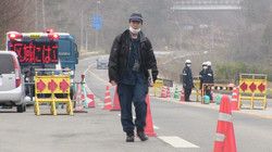 Namie barrier young Osaka policeman.jpg
