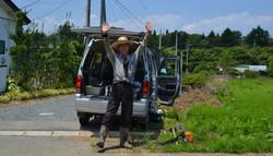 odaka kenji waves goodbye at road.jpg