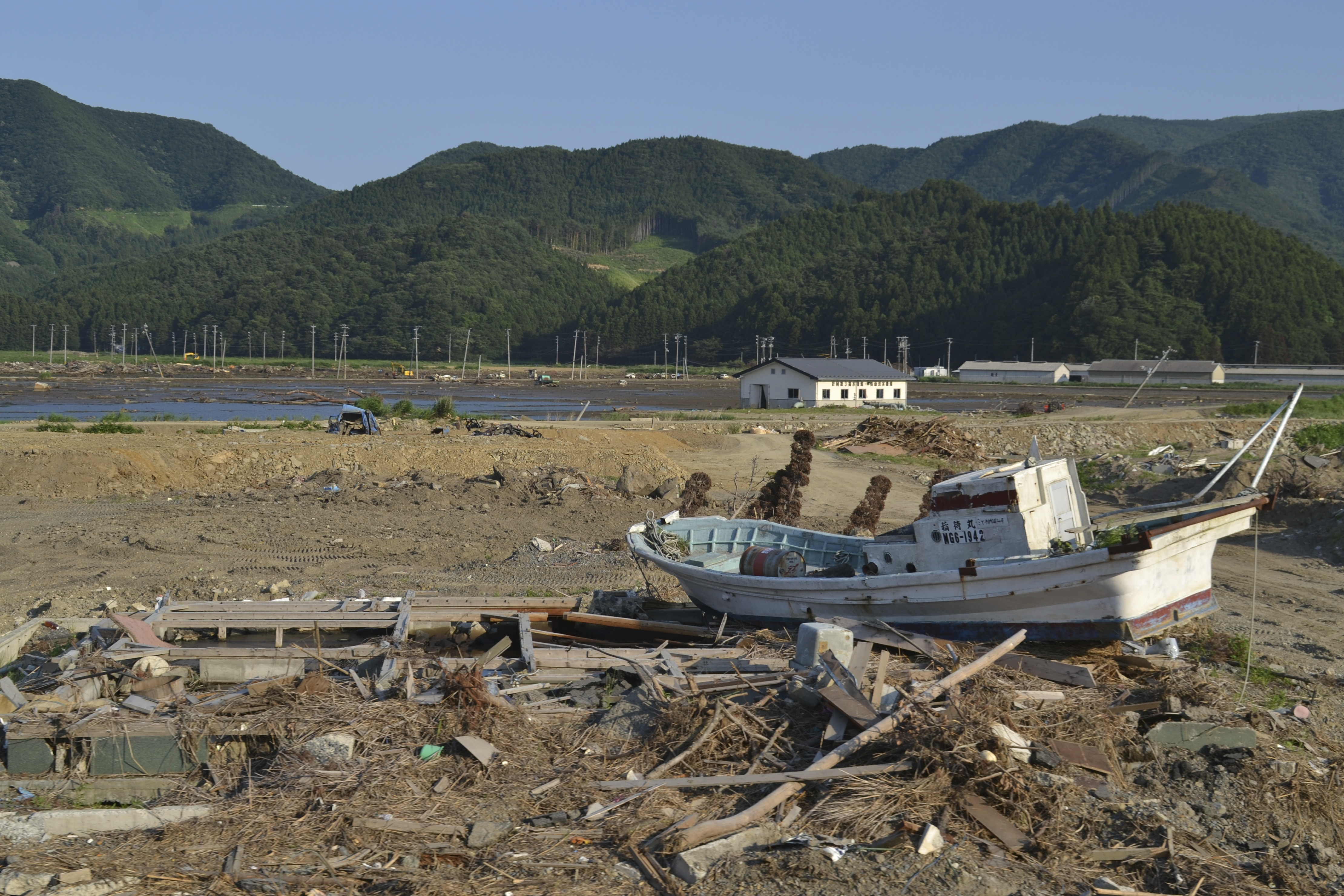 naburi near okawa fishboat in debris.jpg