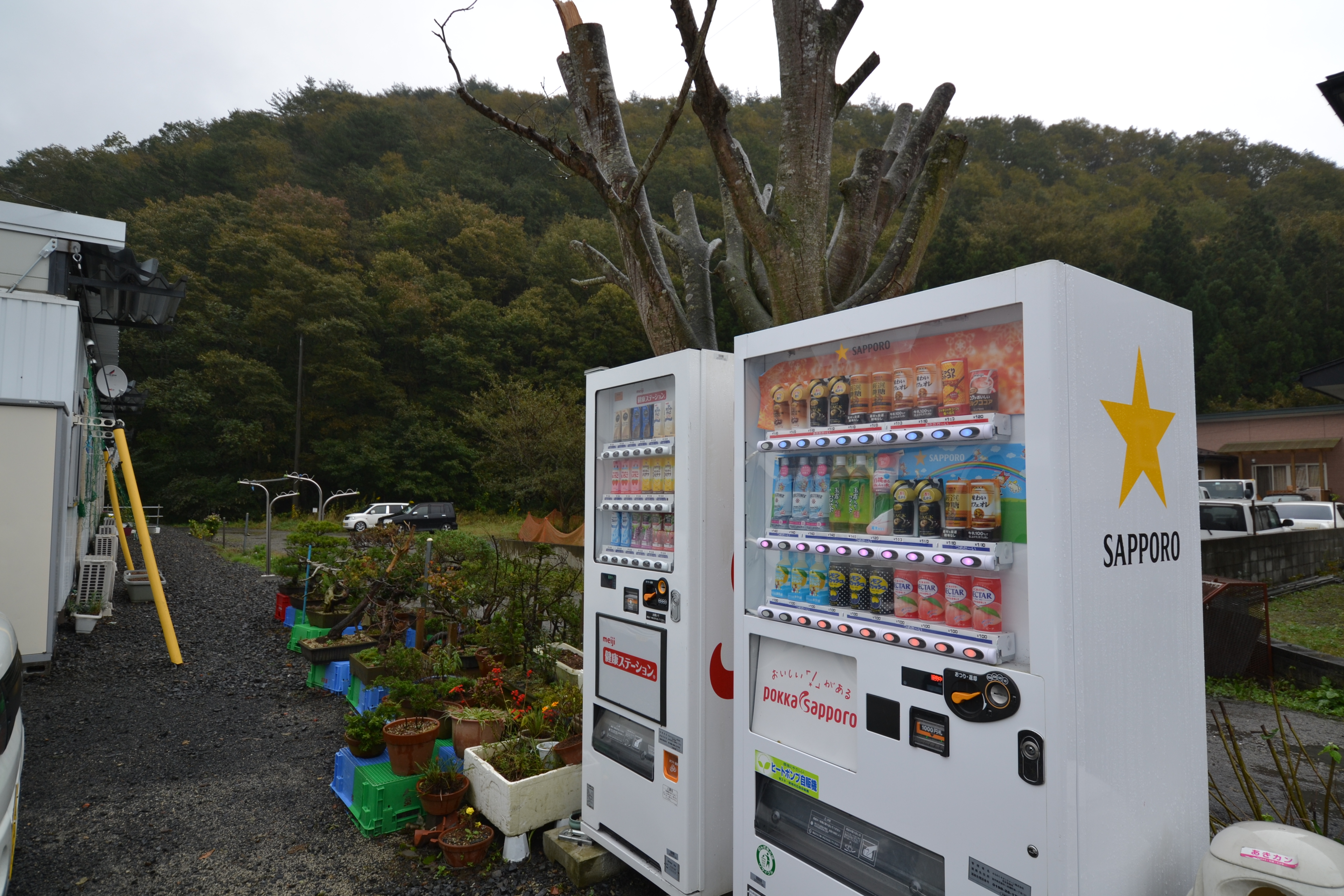 otsuchi vending machines at temp emergency housing kasetsu.JPG