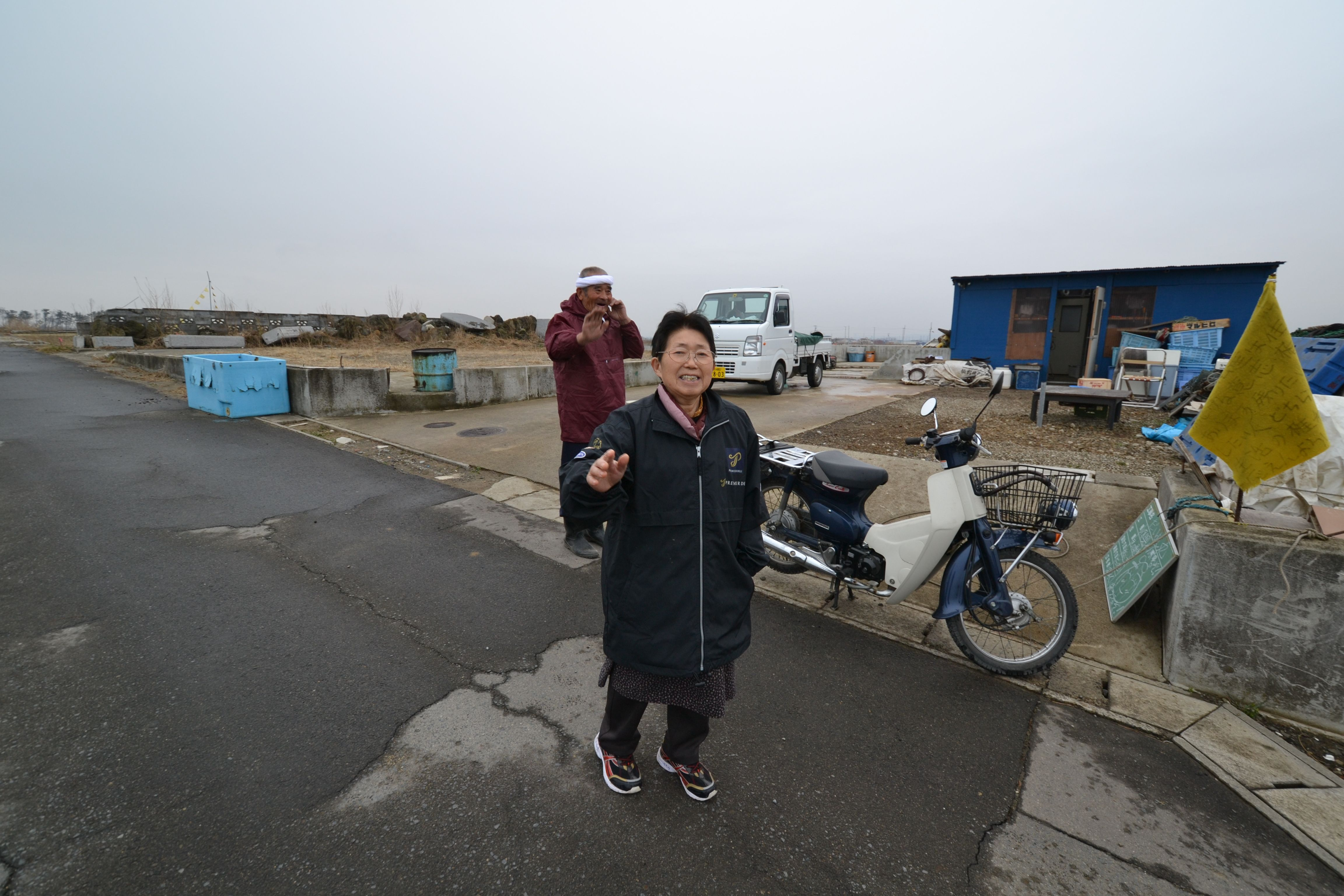 arahama sato fishing family by gareki shack wave good bye.jpg