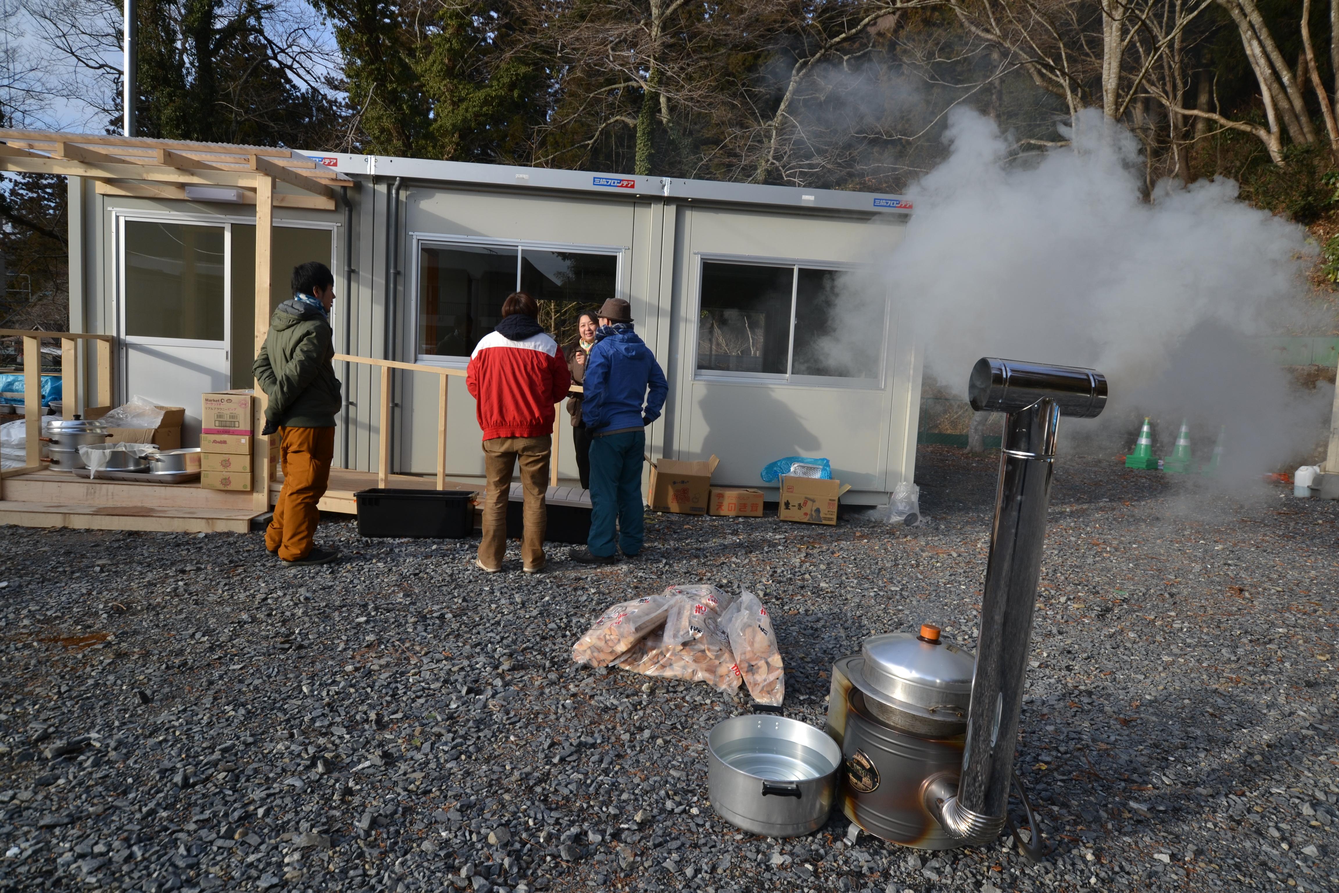 minamisinriku temp housing mochi volunteers 2.JPG