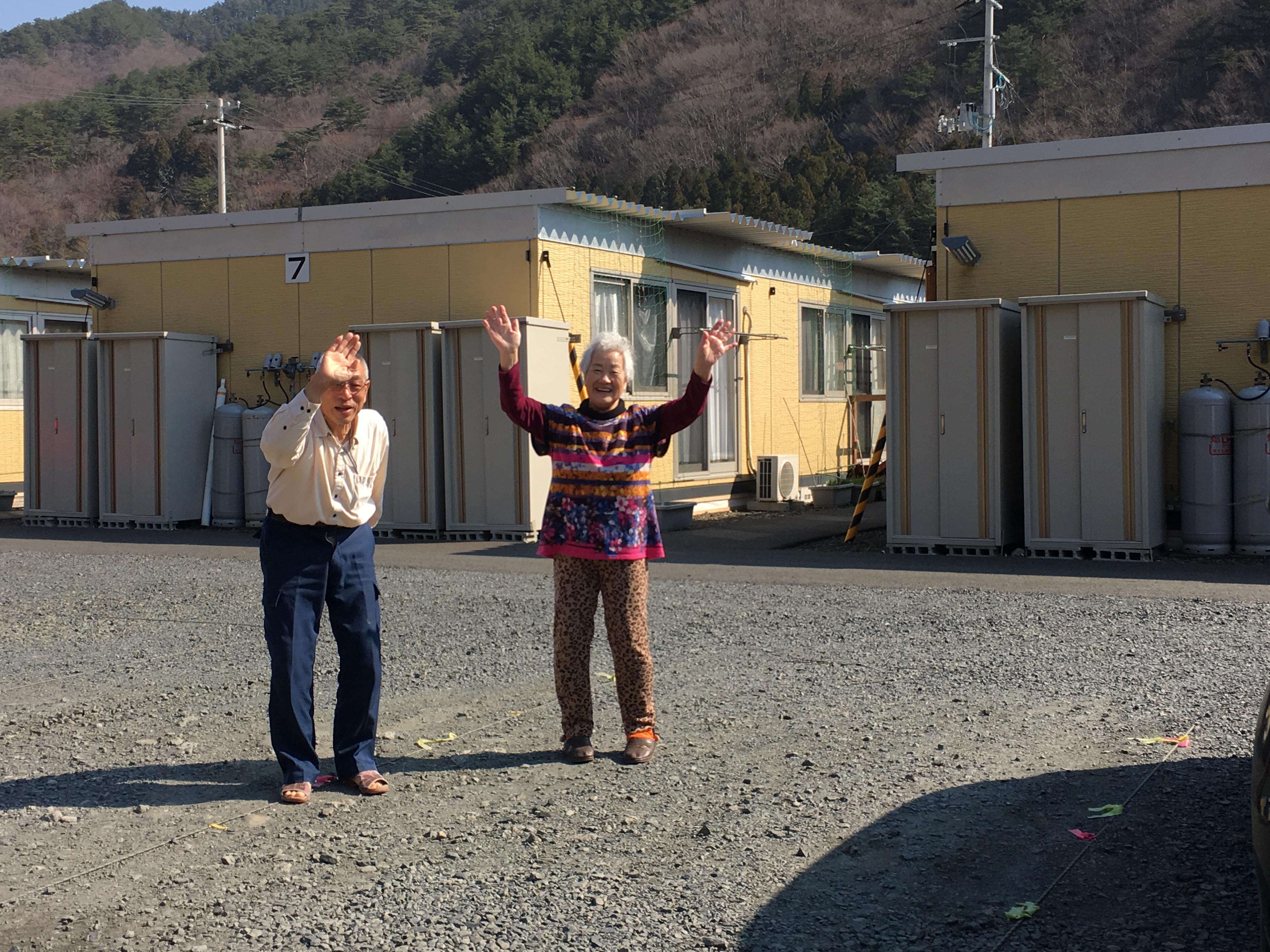 otsuchi kanako parents say good bye.JPG
