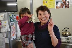 otsuchi temp bakery mrs osaka & child.JPG