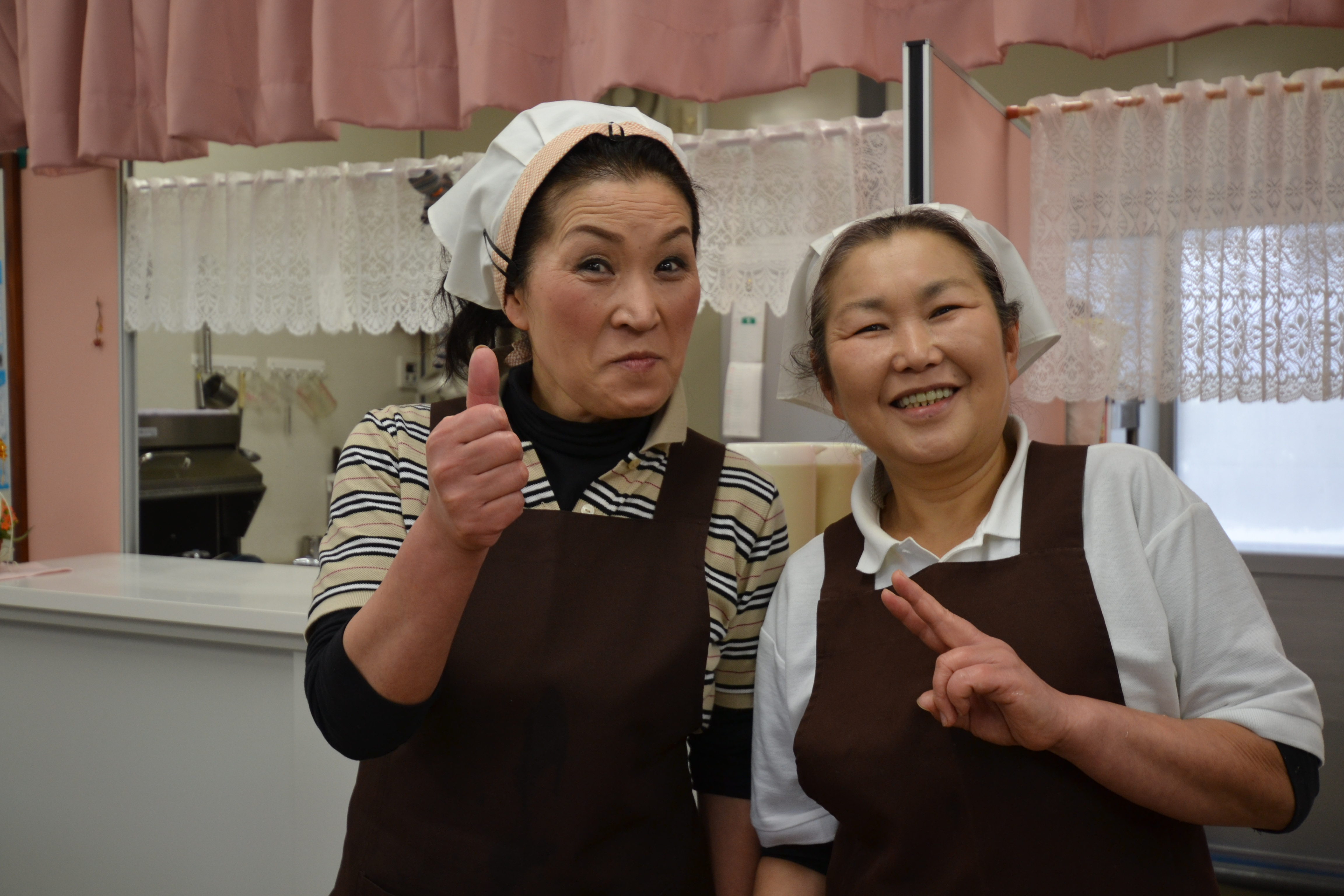 otsuchi temp shopping centre udon shop women.JPG
