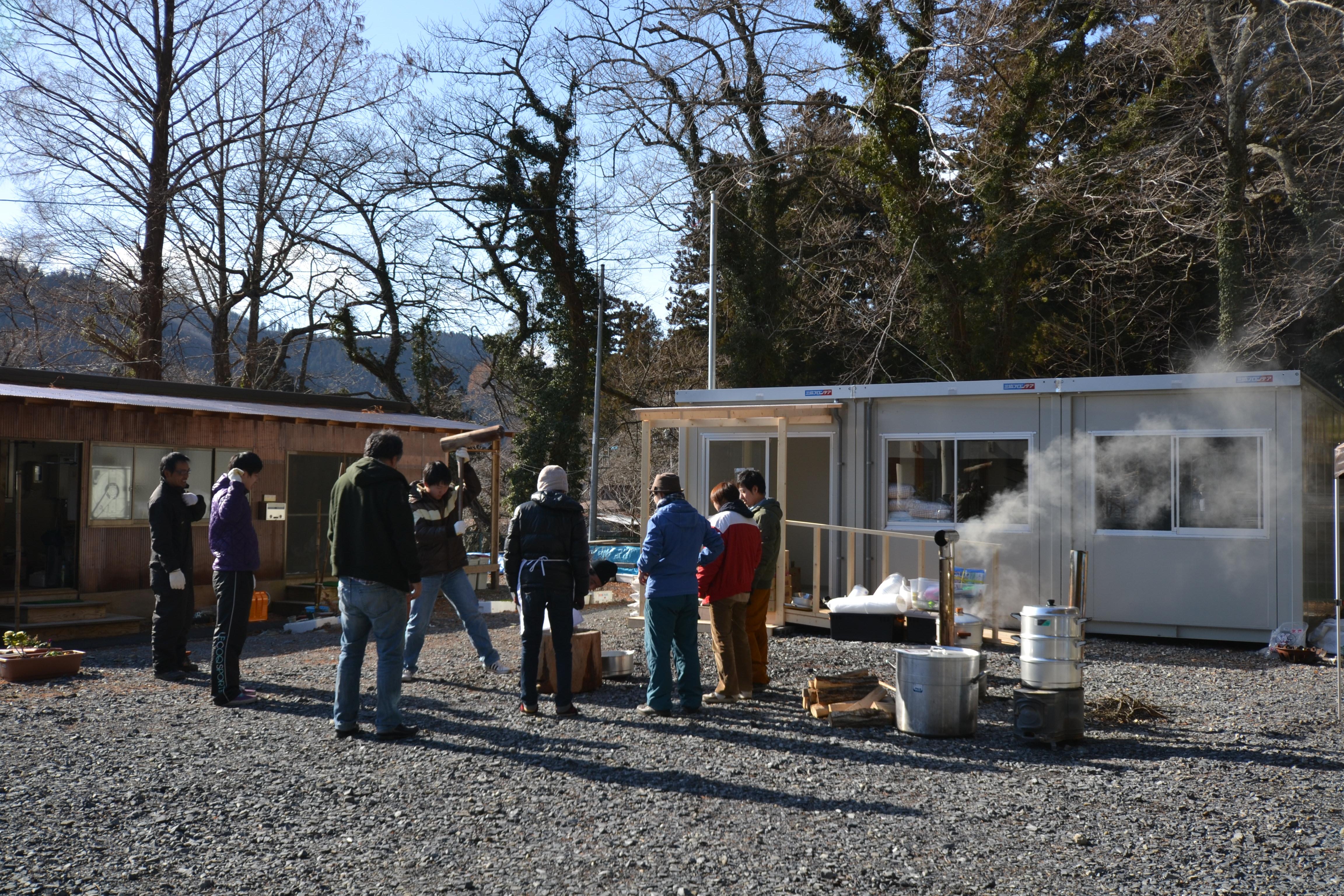 minamisinriku mochi making for temp house refugees.JPG