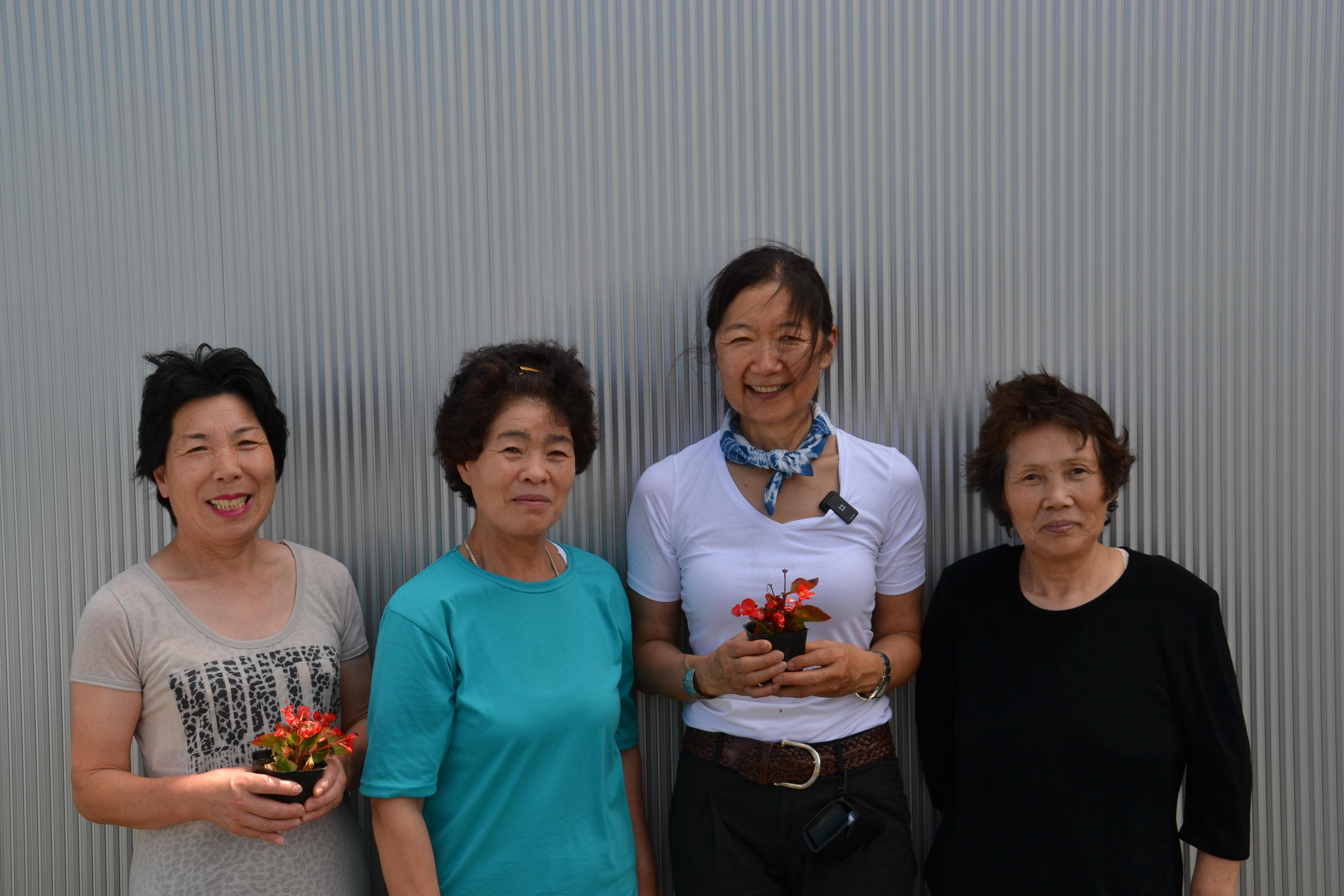 sendai kasetsu women linda plant flowers.JPG