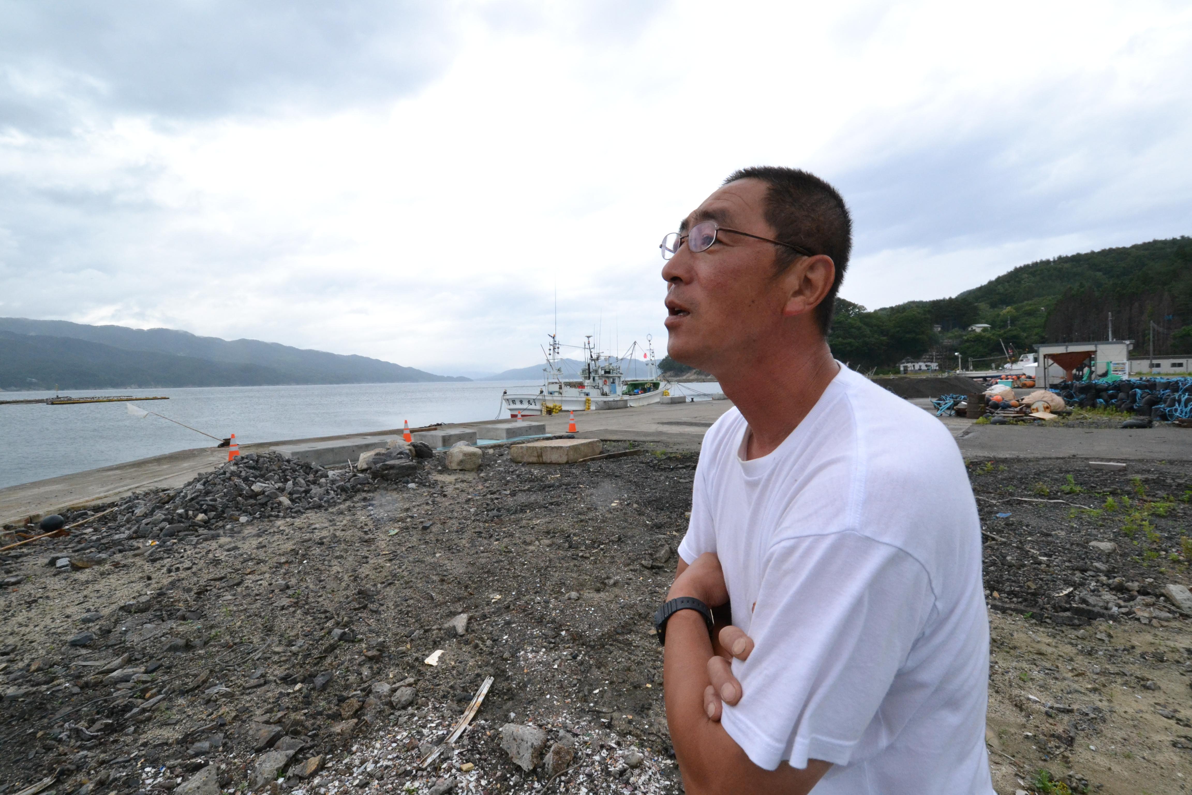 otsuchi wakame fishermen looks out 2.JPG