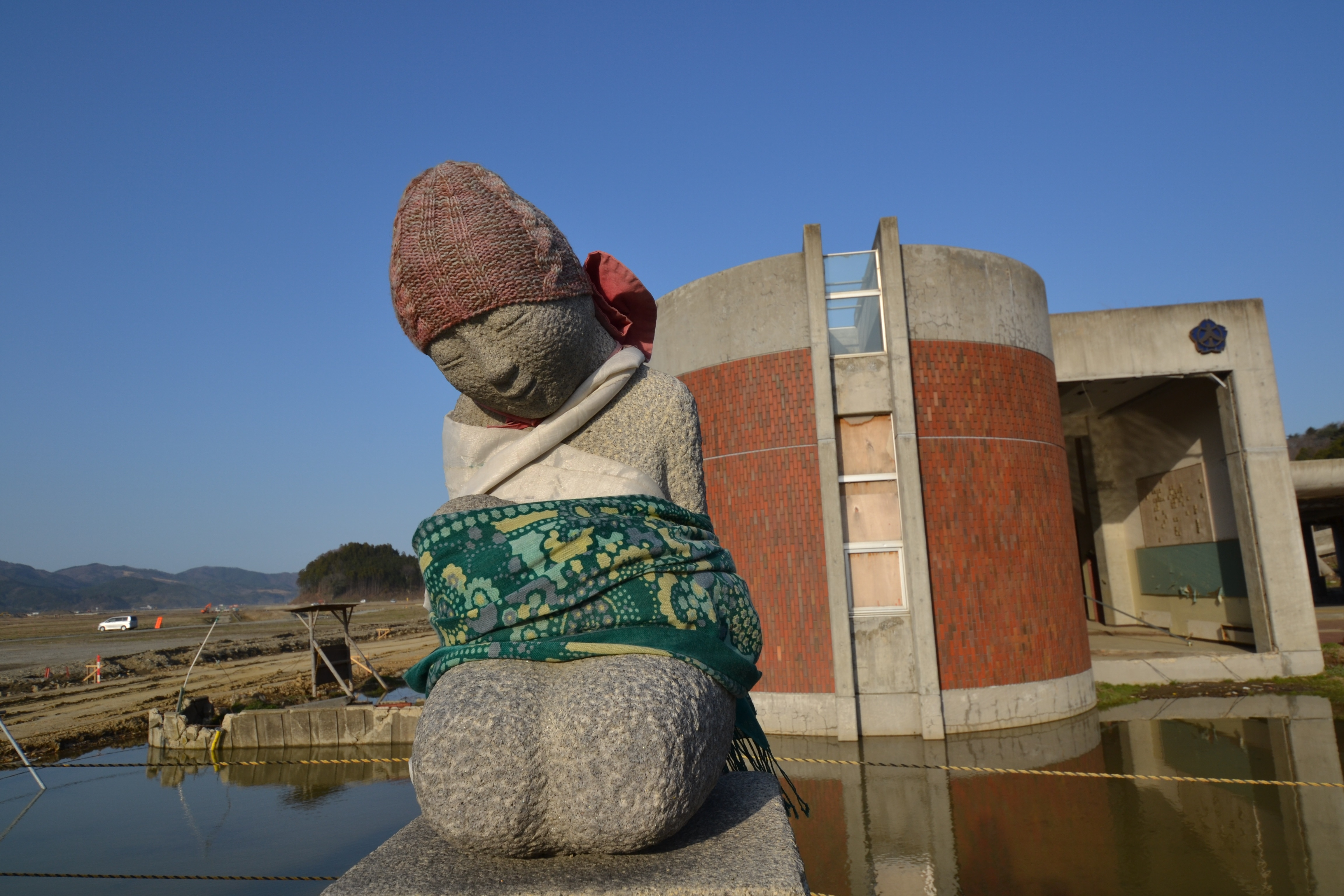 okawa statue copy.jpg
