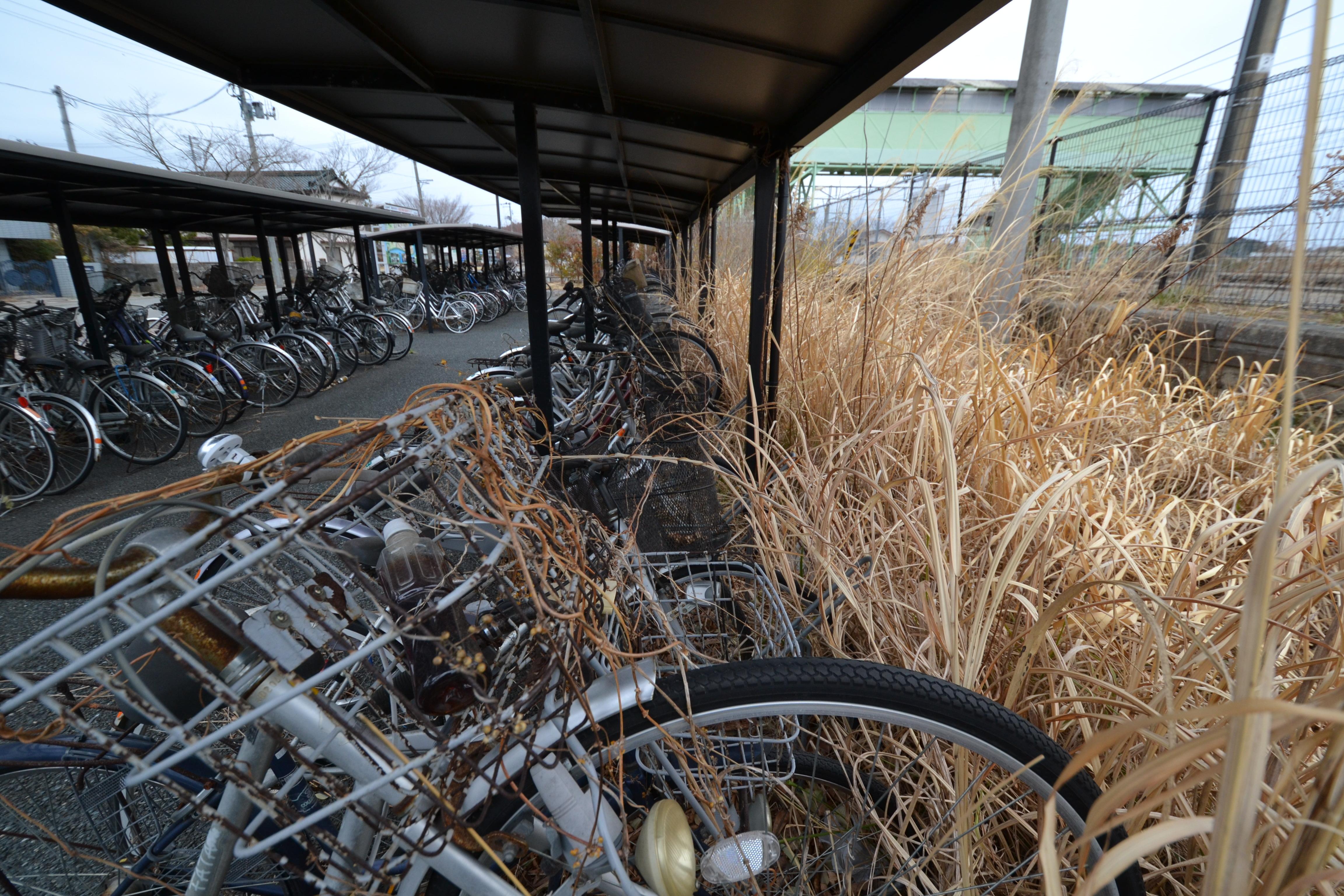 odaka abandoned bikes at train station.JPG