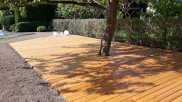 Terrasse unter Apfelbaum (2).jpg