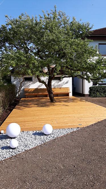 Terrasse unter Apfelbaum (3).jpg