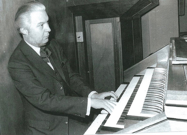 Yves Ramette at the organ of St Ferdinand des Ternes (France)
