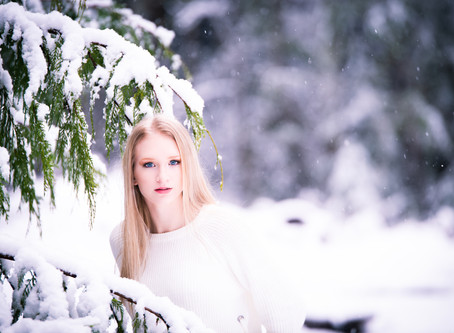 SNOW SENIOR SESSIONS