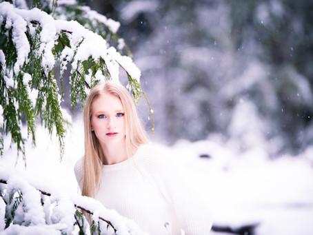 SNOW SENIOR SESSIONS