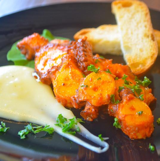 島ダコのガリシア風 / Boiled Okinawan Octopus with Mashed potatoes ¥680
