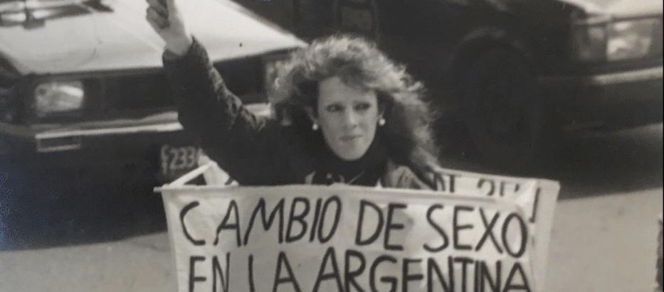 Mujer se nace: Karina Urbina y el activismo transexual de los años 90