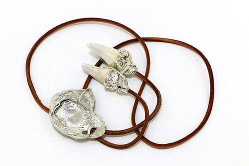 290€ - Gravata de prata em formato de leão e dentes de leoa