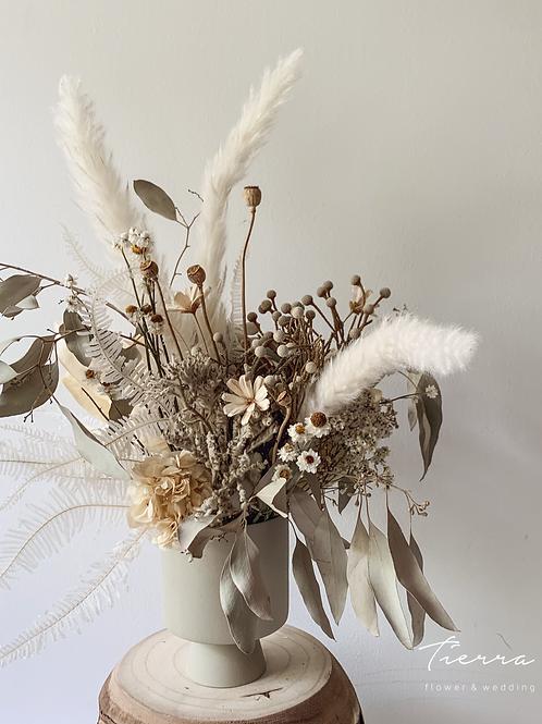 Dry flower arrange -white -