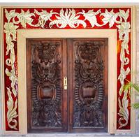 puerta roja grecas.jpg
