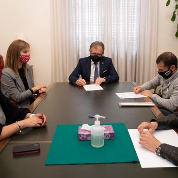 La Diputación de Castellón implanta la  lengua de signos a sus actos oficiales