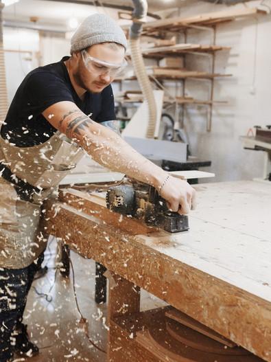 Carpentiere sul lavoro