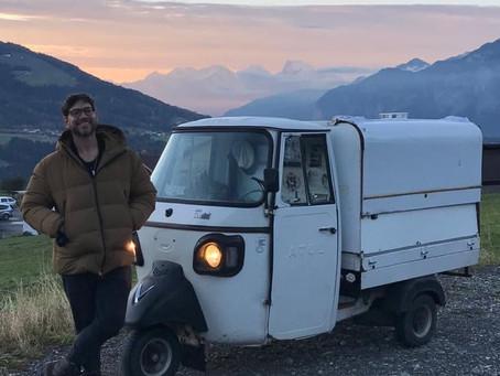 Un uomo e il suo tuktuk: in viaggio verso Berlino