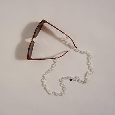 GLASSES CHAIN_classic_white_mood_II.JPG