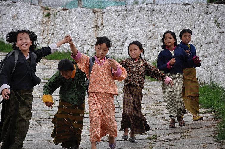Race4good Nepali girls playing