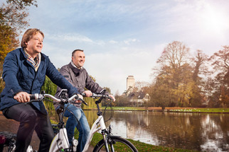 Advertising Photography by Alasdair Jardine. Ebiking in Oldenburg, North Germany, for the SWD Annual Report.