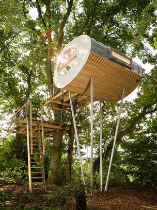 A treehouse built on stilts in Groß Ippener, Germany. Comercial Photography by Alasdair Jardine for Baumraum.